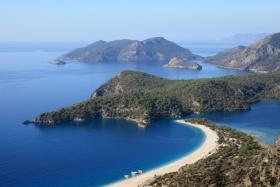 Die Bucht von Fethiye in der Türkei bietet einen Traumstrand